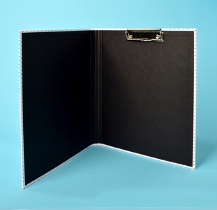 Clipboards with closure